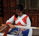 和春兰--白沙锦绣艺术院最年轻的纳西绣师(十五岁)、高级学员