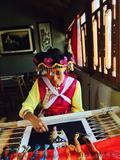 和花--白沙锦绣艺术院傈僳族优秀绣师、江旺移民村的好主任