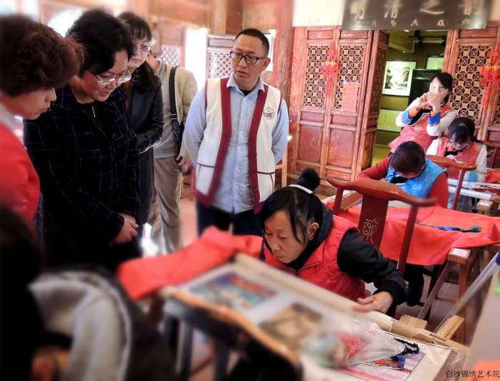 He Qinai, a disabled lady, finds her value within studyding embroidery in the Institute